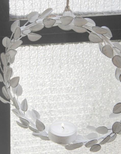 Metallring/-kreis mit Teelichthalter Blätter in weiß