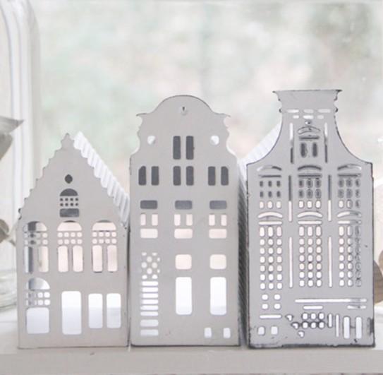 Lichthaus aus Metall im Skandi Stil, abgerundetes Dach (Mitte), groß