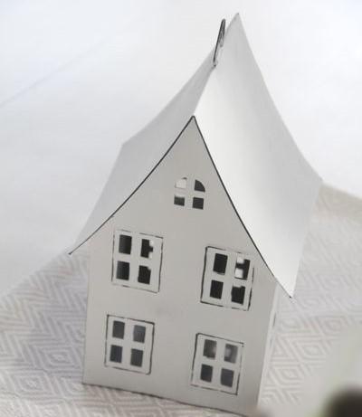 Lichthaus aus Metall mit spitzem Dach, 3 Etagen