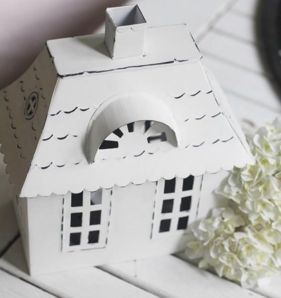 Lichthaus aus Metall mit Walmdach