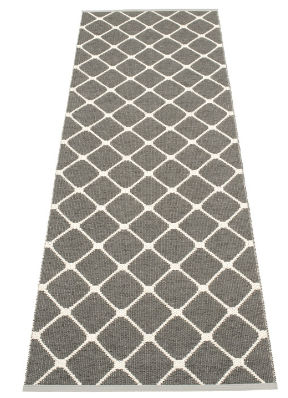 Pappelina Kunststoffteppich REX, charcoal - vanilla, 160 cm