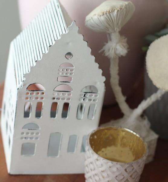 Lichthaus aus Metall im Skandi Stil, spitzes Dach (groß)